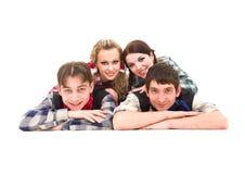 Grupa uśmiechnięci nastolatkowie obraz stock