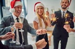 Grupa urzędnicy świętuje boże narodzenia fotografia royalty free