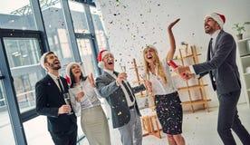 Grupa urzędnicy świętuje boże narodzenia obrazy royalty free