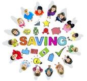 Grupa Wieloetniczni dzieci w okręgu z oszczędzania pojęciem Obrazy Royalty Free