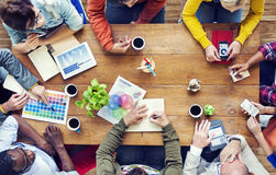 Grupa Wieloetniczni projektanci Brainstorming