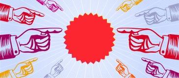 Grupa wskazuje promocyjnej ceny lub specjalnej oferty etykietkę ręki z wskazywać palce Zdjęcia Stock