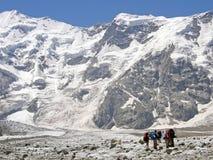 Grupa wysokogórzec jest w górach Obrazy Stock