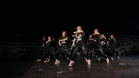Grupo adolescente da dança do hip-hop das meninas filme