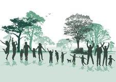 Grupo alegre das famílias na natureza ilustração royalty free