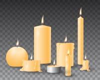 Grupo amarelo bonito do vetor de velas ardentes realísticas no fundo transparente ilustração stock