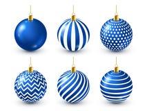 Grupo azul brilhante das bolas da árvore de Natal Decoração do ano novo Estação do inverno Feriados de dezembro Cumprimentando o  ilustração do vetor