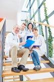 Grupo bem sucedido de doutores fotos de stock royalty free