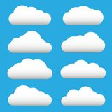 Grupo branco do ícone da nuvem Nuvens macias Símbolos nebulosos do sinal do tempo Web lisa do projeto, elemento da decoração do a ilustração do vetor