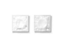 Grupo branco vazio do modelo do pacote do preservativo, isolado, trajeto de grampeamento, Imagens de Stock Royalty Free