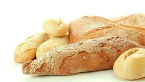 Grupo cocido fresco de diversos productos del pan almacen de metraje de vídeo