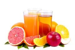 Grupo colorido de jugo y de frutas Fotografía de archivo