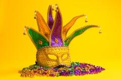 Grupo colorido de Mardi Gras o de máscara veneciana o trajes en una y Fotos de archivo libres de regalías
