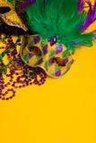 Grupo colorido de Mardi Gras ou da máscara venetian ou trajes em um y Fotos de Stock Royalty Free