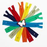 Grupo colorido de zippers recolhidos no círculo Imagem de Stock