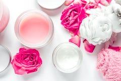 Grupo com creme cor-de-rosa, opinião superior dos termas do cuidado do prego do fundo branco de toalha Fotografia de Stock