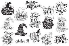 Grupo com etiquetas de Dia das Bruxas com ilustrações e citações tiradas mão do vetor Foto de Stock Royalty Free
