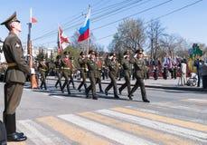 Grupo da bandeira de divisão do exército do russo na parada Imagens de Stock Royalty Free