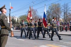Grupo da bandeira de polícia na parada Fotos de Stock