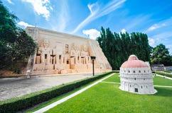Grupo da catedral de Pisa em Mini Siam Park fotos de stock royalty free