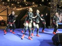 Grupo da dança de adolescentes na fase Imagens de Stock