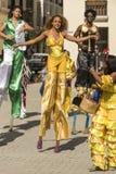 Grupo da dança em pernas de pau Havana Foto de Stock