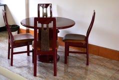 Grupo da mesa de cozinha da madeira maciça Imagens de Stock