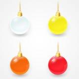 Grupo das bolas de vidro do Natal em um fundo branco Fotografia de Stock Royalty Free