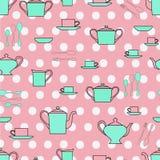 Grupo das placas, dos copos, da cutelaria e de chá do pessoal da cozinha Fotografia de Stock Royalty Free