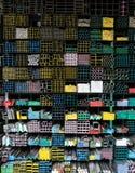 Grupo das tubulações de aço na cremalheira no armazém Imagens de Stock
