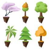 Grupo de árvores baixo-polis e isométricas do vetor em um fundo branco Fotografia de Stock