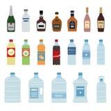 Grupo de ícone da garrafa da água e do álcool no fundo branco Imagem de Stock