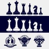 Grupo de ícones de partes de xadrez e de logotipos de clubes de xadrez ilustração royalty free