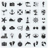 Grupo de ícones do mar e da praia. Ilustração do vetor.