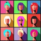 Grupo de ícones dos povos no estilo liso com caras Fotos de Stock