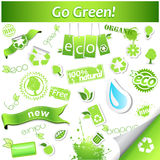 Grupo de ícones e de etiquetas verdes simples da ecologia do vetor Fotografia de Stock Royalty Free