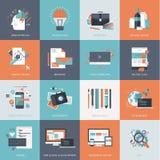 Grupo de ícones lisos do conceito de projeto para o Web site e o desenvolvimento do app, projeto gráfico, marcando, seo