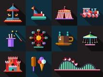 Grupo de ícones lisos do parque de diversões do projeto Fotos de Stock