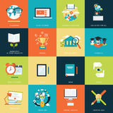 Grupo de ícones lisos modernos do conceito de projeto para a educação em linha Foto de Stock