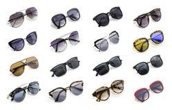 Grupo de óculos de sol bonitos isolados no fundo branco Fotografia de Stock