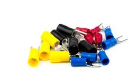 Grupo de accesorios del conector de cable eléctrico de los terminales de la espada aislados en el fondo blanco Fotografía de archivo libre de regalías