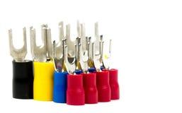 Grupo de accesorios del conector de cable eléctrico de los terminales de la espada aislados en el fondo blanco Foto de archivo libre de regalías