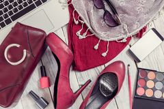 Grupo de acessórios e de dispositivos do ` s das mulheres fotografia de stock royalty free