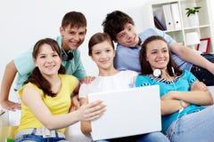 Grupo de adolescencias Fotos de archivo libres de regalías
