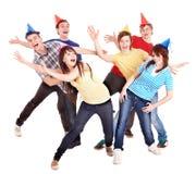 Grupo de adolescente en sombrero del partido. Imagenes de archivo