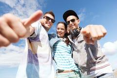Grupo de adolescentes afuera Fotografía de archivo