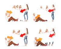 Grupo de adolescentes con un espacio en blanco, cartelera blanca Imágenes de archivo libres de regalías