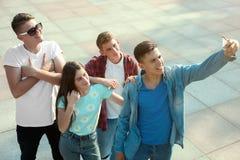 Grupo de adolescentes felices Foto de archivo