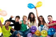 Grupo de adolescentes felices sobre el fondo blanco Fotografía de archivo libre de regalías