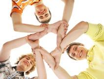 Grupo de adolescentes felices sonrientes aislados en blanco Imagenes de archivo